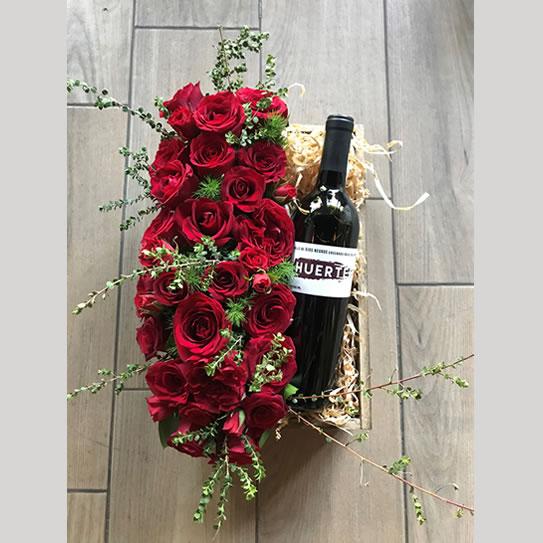 Rosas rojas y vino tinto